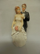 TRADITIONAL BRIDE AND GROOM FIGURINE 11CM TALL WITH A REMOVABLE VEIL. STYLE E